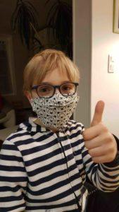 kif ton mask - jolan mancic portant son Pandami mask